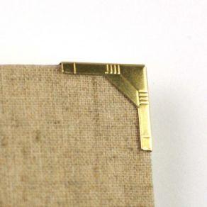 Parfait pour créer : 8 coins en métal OR STYLE ART DECO par Ephéméria. Livraison rapide et cadeau dans chaque commande.