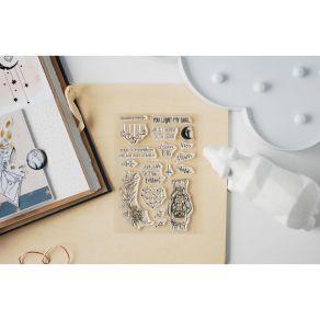 Tampons clear MOON KISS par Studio Forty. Scrapbooking et loisirs créatifs. Livraison rapide et cadeau dans chaque commande.