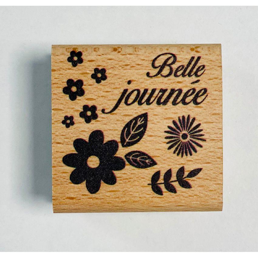 Tampon bois JOURNEE FLEURIE par In Spirit. Scrapbooking et loisirs créatifs. Livraison rapide et cadeau dans chaque commande.