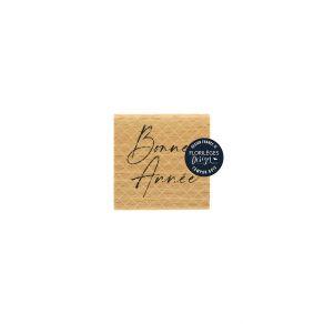 Tampon bois BONNE ANNÉE par Florilèges Design. Scrapbooking et loisirs créatifs. Livraison rapide et cadeau dans chaque comma...