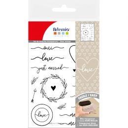 Tampons clear LOVE par Artemio. Scrapbooking et loisirs créatifs. Livraison rapide et cadeau dans chaque commande.