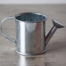 Parfait pour créer : Mini arrosoir métal par . Livraison rapide et cadeau dans chaque commande.