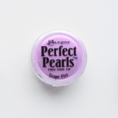 Poudre Perfect Pearl GRAPE FIZZ par Ranger. Scrapbooking et loisirs créatifs. Livraison rapide et cadeau dans chaque commande.