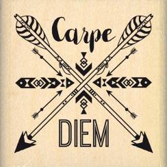 Tampon bois CARPE DIEM FLÉCHÉ par Florilèges Design. Scrapbooking et loisirs créatifs. Livraison rapide et cadeau dans chaque...