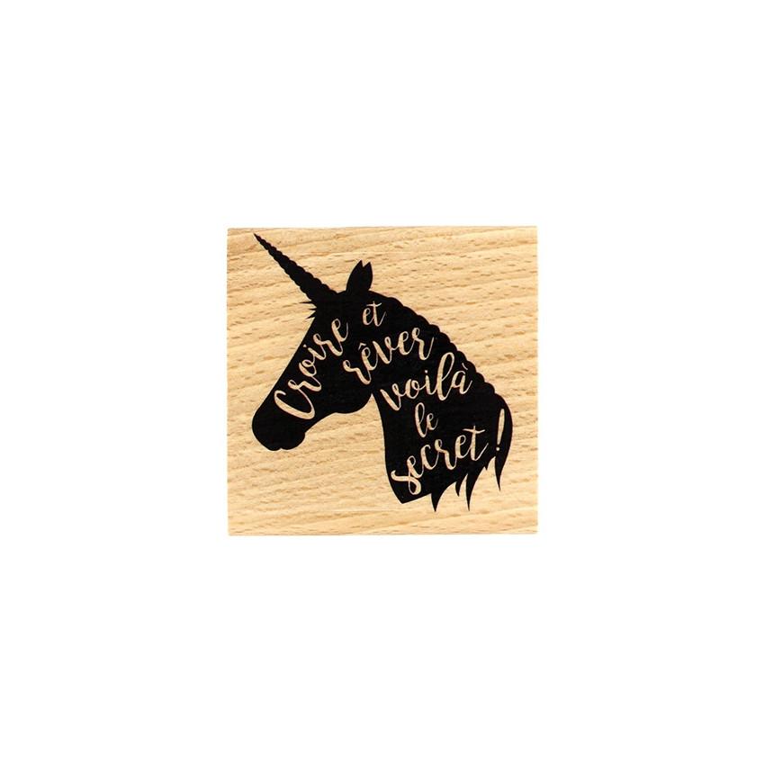 Tampon bois RÊVE DE LICORNE par Florilèges Design. Scrapbooking et loisirs créatifs. Livraison rapide et cadeau dans chaque c...
