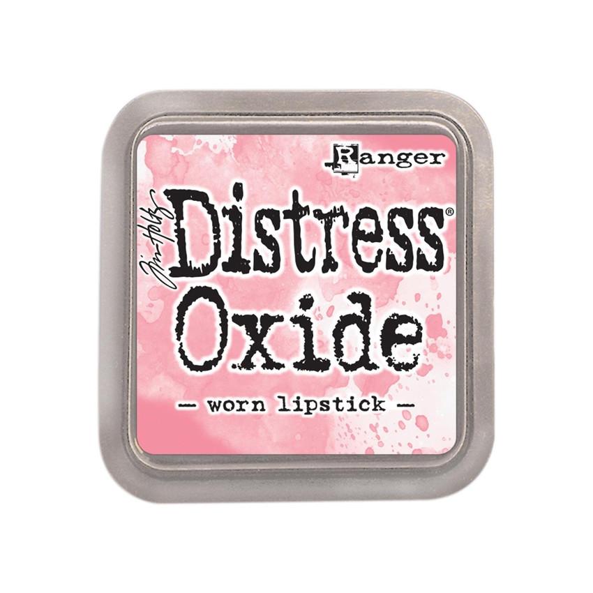 Encre Distress OXIDE WORN LIPSTICK par Ranger. Scrapbooking et loisirs créatifs. Livraison rapide et cadeau dans chaque comma...