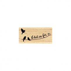 Tampon bois AU FIL DE L'HISTOIRE par Florilèges Design. Scrapbooking et loisirs créatifs. Livraison rapide et cadeau dans cha...