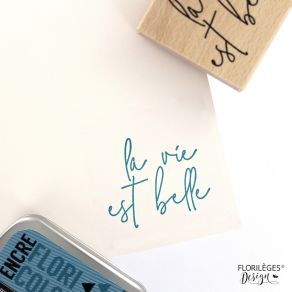 Tampon bois BELLE VIE par Florilèges Design. Scrapbooking et loisirs créatifs. Livraison rapide et cadeau dans chaque commande.