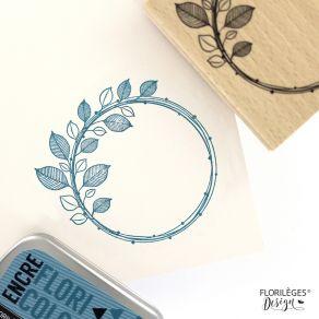 Tampon bois COURONNE NATURELLE par Florilèges Design. Scrapbooking et loisirs créatifs. Livraison rapide et cadeau dans chaqu...