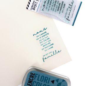 Tampon clear UNE FAMILLE par Florilèges Design. Scrapbooking et loisirs créatifs. Livraison rapide et cadeau dans chaque comm...
