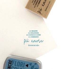 Commandez Tampon bois italien SEMPRE PIU AMORE Florilèges Design. Livraison rapide et cadeau dans chaque commande.