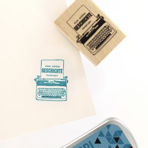 Tampon bois allemand MEINE GESCHICHTE par Florilèges Design. Scrapbooking et loisirs créatifs. Livraison rapide et cadeau dan...