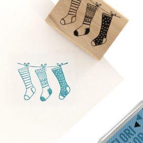 Tampon bois CHAUSSETTES DE NOËL par Florilèges Design. Scrapbooking et loisirs créatifs. Livraison rapide et cadeau dans chaq...