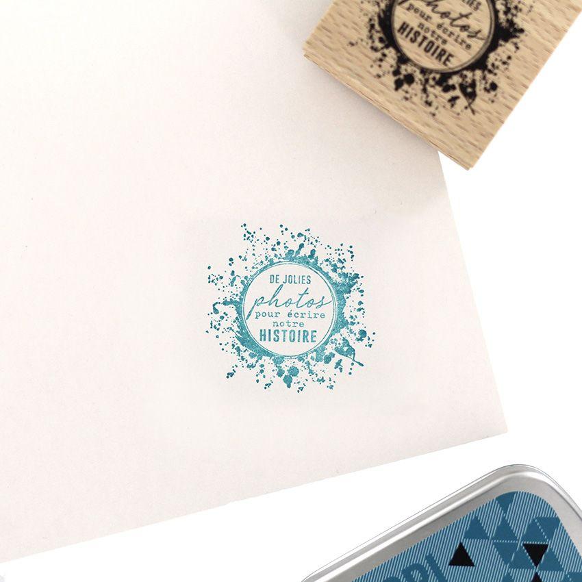 Tampon bois ÉCRIRE NOTRE HISTOIRE par Florilèges Design. Scrapbooking et loisirs créatifs. Livraison rapide et cadeau dans ch...
