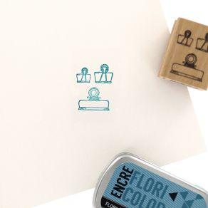 Tampon bois TROIS PINCES par Florilèges Design. Scrapbooking et loisirs créatifs. Livraison rapide et cadeau dans chaque comm...