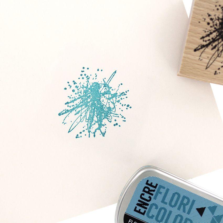 Tampon bois GRIBOUILLIS TACHÉ par Florilèges Design. Scrapbooking et loisirs créatifs. Livraison rapide et cadeau dans chaque...