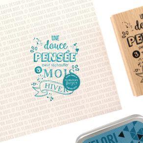 Tampon bois DOUCE PENSÉE par Florilèges Design. Scrapbooking et loisirs créatifs. Livraison rapide et cadeau dans chaque comm...