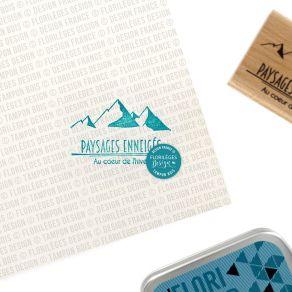 Tampon bois PAYSAGES ENNEIGÉS par Florilèges Design. Scrapbooking et loisirs créatifs. Livraison rapide et cadeau dans chaque...